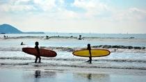 由比ガ浜でのサーフィン