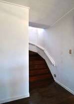 寝室に行く階段です。