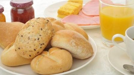 朝食ではヨーロッパから直輸入のパンをご用意しております。