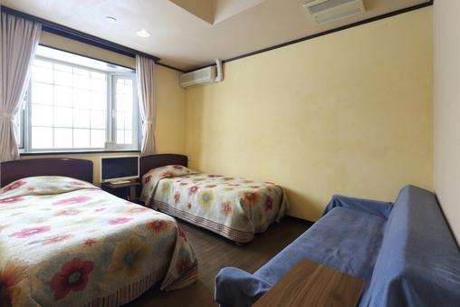 【ツインルーム&ソファ付】全室個室にバストイレ付♪コロナ対策