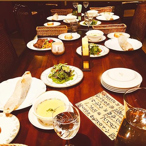 ・土産土法にこだわったオーナーの手作りディナー