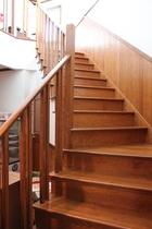 新し館の階段です!