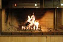アースカラーのシンボル!暖炉です!炎を眺めながらRe Sortしてください♪