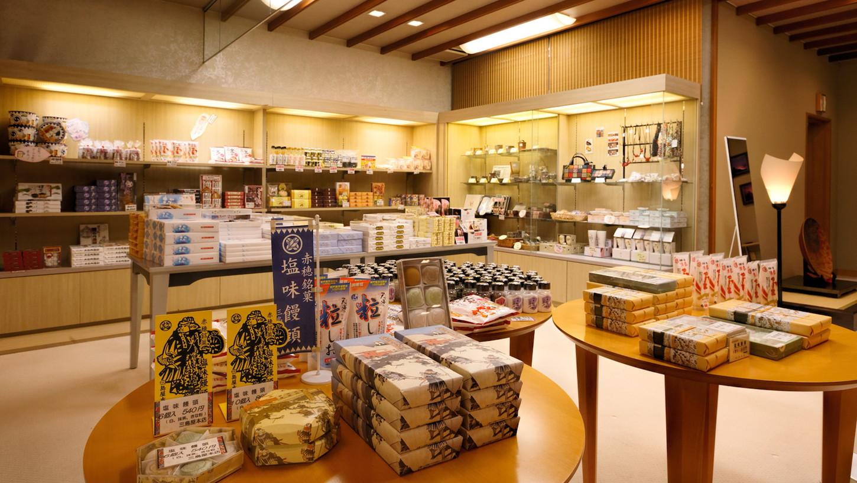 【売店】様々な商品が揃う売店