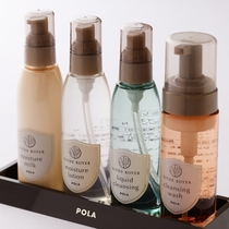 POLAのクレンジングや化粧水を用意