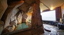 【室内大岩風呂】迫力満点!大岩を使用した湯船で名湯を満喫