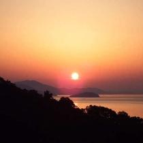 客室から眺める絶景の朝日