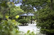 庭園・東屋遠景