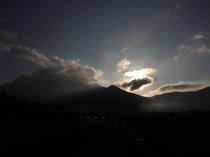 日の出の由布岳