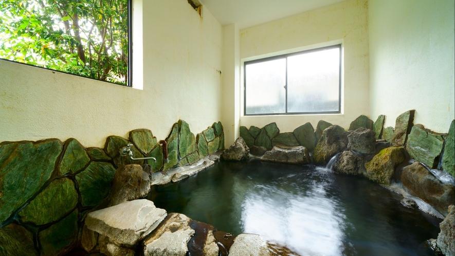 ●[貸切風呂]岩風呂1階/すみれ、たんぽぽの部屋の前にあります