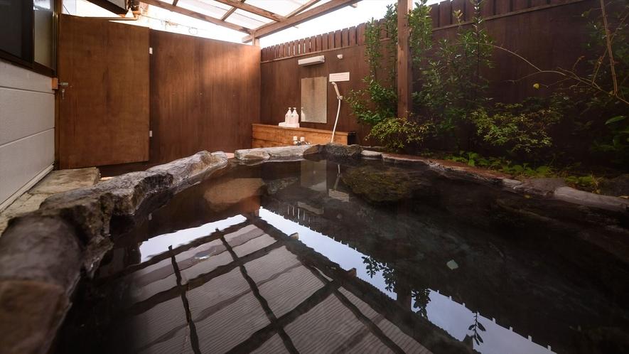 ●さくら荘 源泉100%かけ流しの客室岩風呂