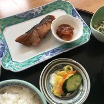 朝食・煮魚定食