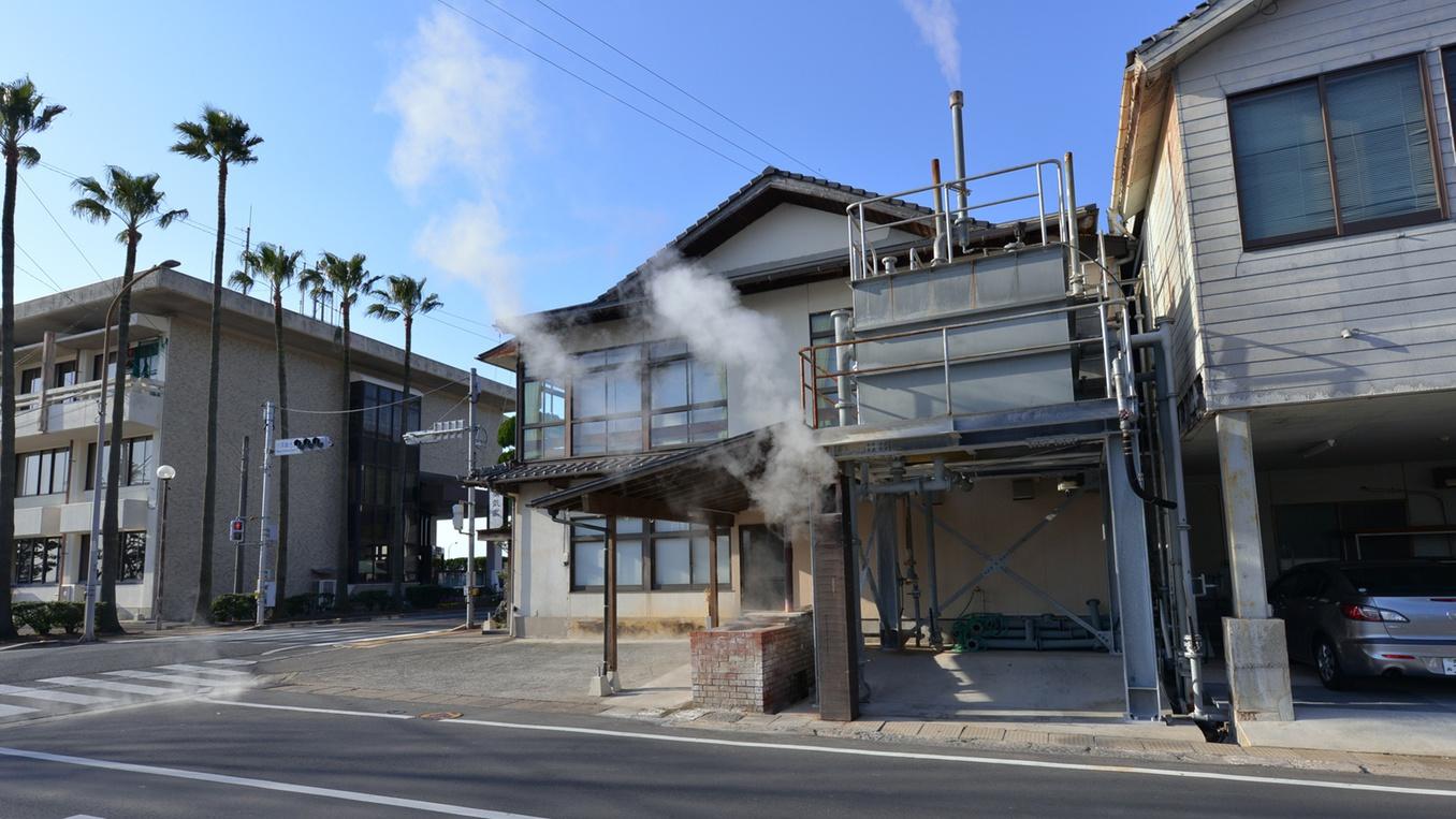 *蒸気がモクモク!!蒸し風呂&蒸し釜!リーズナブルな価格で温泉情緒が味わえる宿へ。