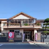 *熱量日本一を誇る小浜温泉&蒸し風呂を満喫!湯の花が舞う温泉は泉質が濃いと好評です。