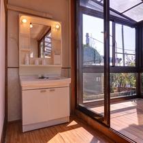 *和室20畳(客室一例)/簡素ではございますが、洗面処もございます。