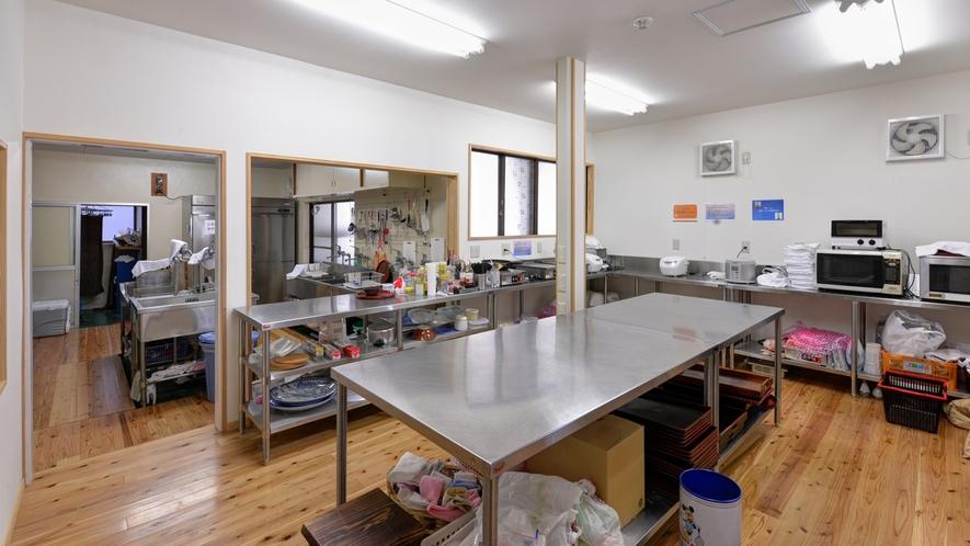 *共有キッチン/天然温泉蒸し釜を利用して調理!必要なものは全て取り揃えています。