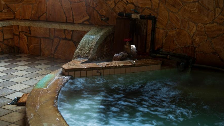 *【大浴場】火山と海のエネルギーを感じる塩化ナトリウム泉。