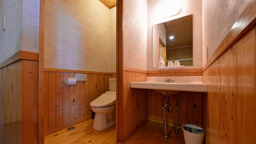 *和室8畳(客室一例)/各客室ウォシュレットタイプのお手洗いを完備。