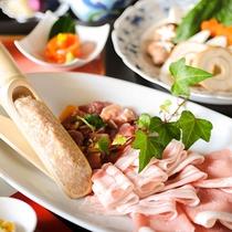 チーズ風味の小国旬彩鍋 お肉