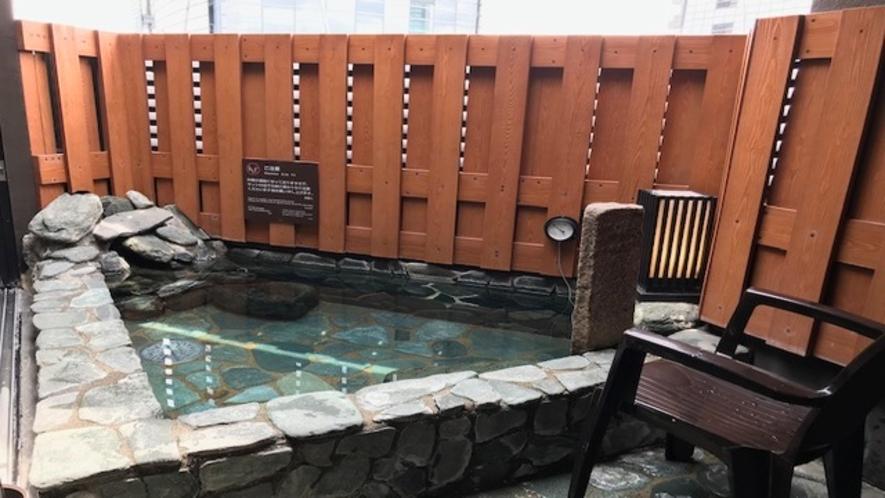 男性大浴場露天風呂ととのい椅子(1脚)