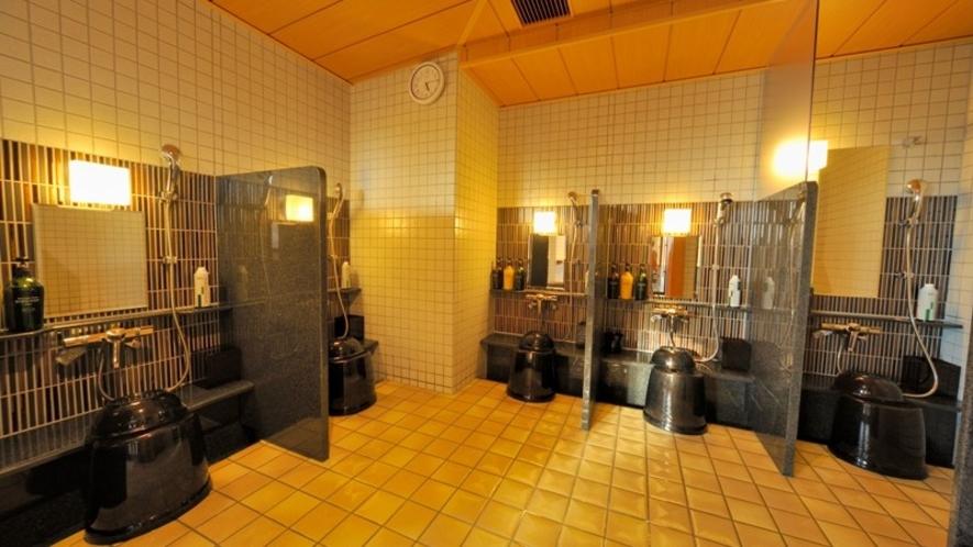 【男性】洗い場(カラン数:5 うち立ちシャワー:1)