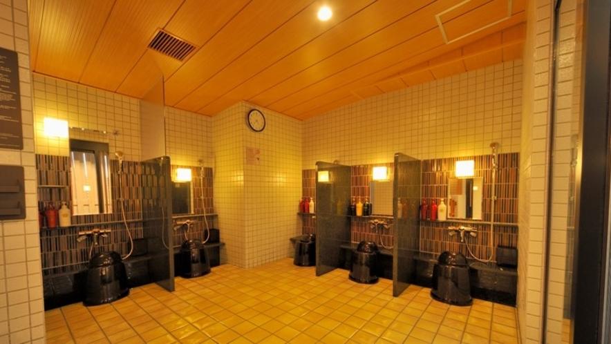 【女性】洗い場(カラン数:5 うち立ちシャワー:1)