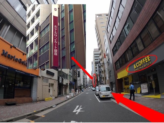 &COFFEEがある通りをまっすぐ進みます、その先にホテルがあります