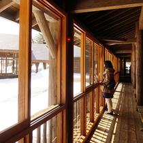 ■開放的な各部屋に繋がる廊下