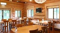 木の温もりを感じられるレストラン