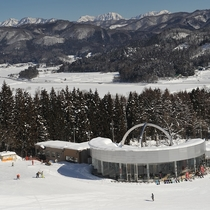 ■白馬さのさかスキー場。ゲレンデを一望できるレストハウス