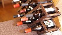 県産をはじめ、世界のワインを取り揃えております。お食事に合わせてお選びください
