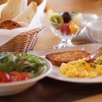 ■景色を見ながらのんびり朝食を