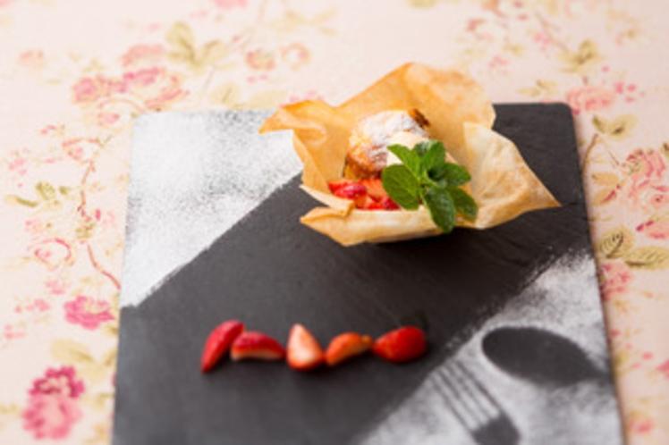 嘉山農園のイチゴとホワイトチョコレートのスフレ