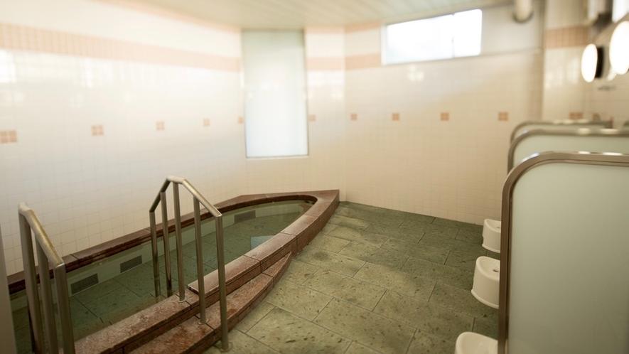 貸切風呂は広々としておりゆったりしたプライベートなバスタイムを過ごすことが出来ます。