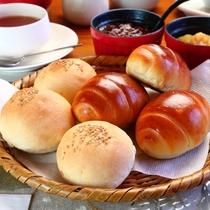 日替わり朝食で提供させて頂く、手作り焼き立てパンです。もちろん出来立てを提供させて頂きます。