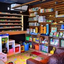 ◆ダイニング脇にあるプレイスペース おもちゃや本がたくさんあります