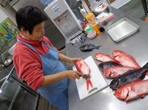 ☆ちーちゃん、魚をサバク