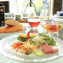 【朝食】別注の《野菜たっぷり朝食》一例