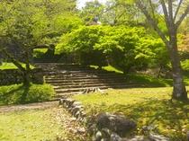 ひとよし城跡入口階段