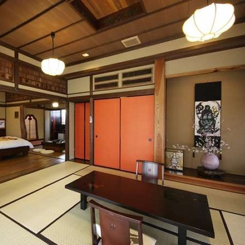 【客室】 「草庵」は、和室、寝室(ツイン)、囲炉裏の間からなる3間続きのお部屋です