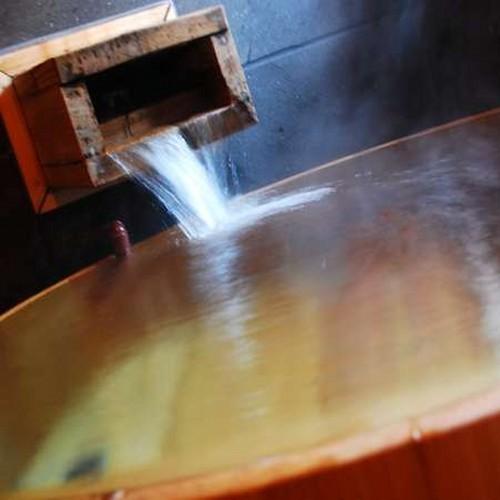 【泉質】 トロトロとした肌にまとわりつくような湯触りは多くのお客様から喜びと驚きの声を頂いております