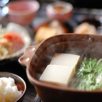 【朝食】寒い日には湯豆腐をお出ししております/例