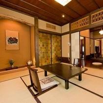 【客室】 特別室「紅葉」は、囲炉裏の間と寝室(ツイン)からなる2間続きのお部屋です