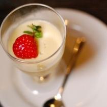 【夕食】季節の食材を使ったデザートは程よい甘さで体が喜ぶ物を…と考えております/例