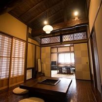 【客室/スタンダード】テーマに沿ってデザインされたスタンダード客室は、和室と囲炉裏の間の2間続きです