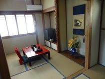 2階 4畳半2間のお部屋です。