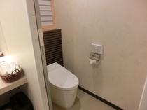 竹の間 洗面台脇トイレです。