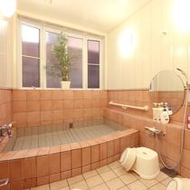 清潔感のあるお風呂。貸切でご利用いただけます。
