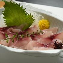 *鯉のあらい/クセが無いと評判の鯉料理。刺身でさっぱりと
