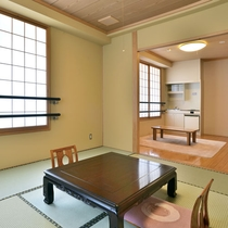 【和室8畳+板の間】小さなキッチンが完備されています
